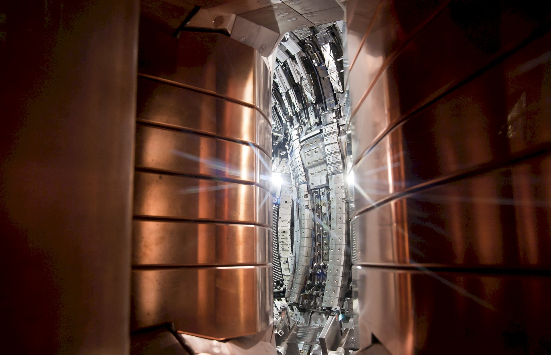 UK Atomic Energy Authority The tokamak inside