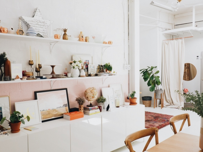 Selling your Home Anna Sullivan Shelving Display