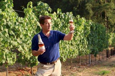 Flourishing Fizz Fairmile Vineyard Jan Mirkowski tasting