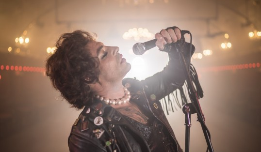 Review Duncan James as Frank N Furter Rocky Horror Sing Pose