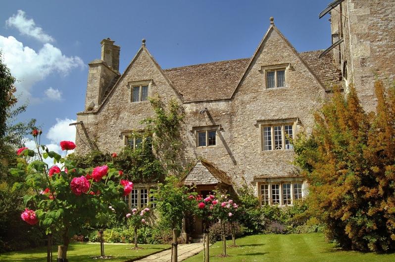 Kelmscott Manor from East Lawn close