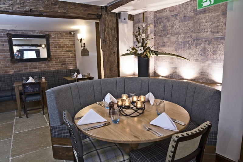 The George Hotel Wallingford Round Dining Table