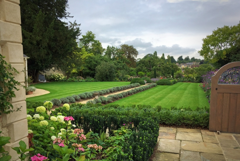 The Oxfordshire Gardener Lawn Flower Beds and Landscaping Garden Design