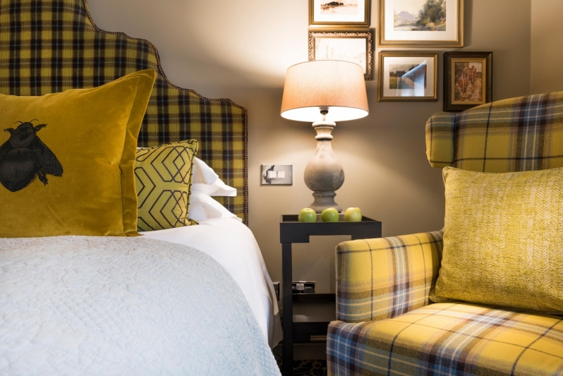 The Lygon Arms Yellow Bedroom
